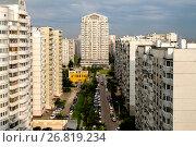 Купить «Москва, Академический район, современные многоэтажные жилые дома на Новочерёмушкинской улице», фото № 26819234, снято 13 августа 2017 г. (c) glokaya_kuzdra / Фотобанк Лори