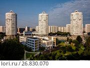 Купить «Москва,  Марьино, вид сверху на современные жилые дома на Люблинской улице», фото № 26830070, снято 19 августа 2017 г. (c) glokaya_kuzdra / Фотобанк Лори
