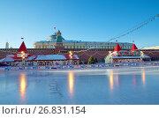 Купить «Москва. ГУМ-каток на Красной площади», эксклюзивное фото № 26831154, снято 7 декабря 2016 г. (c) Елена Коромыслова / Фотобанк Лори