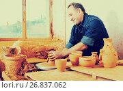Купить «Male master among the pottery», фото № 26837062, снято 12 октября 2016 г. (c) Яков Филимонов / Фотобанк Лори