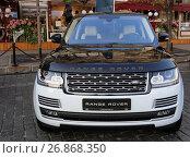 Купить «Land Rover Range Rover на Красной площади. Город Москва», эксклюзивное фото № 26868350, снято 1 сентября 2017 г. (c) Алексей Гусев / Фотобанк Лори