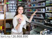Купить «Cheerful woman shopping color in glass jar», фото № 26868890, снято 16 июля 2018 г. (c) Яков Филимонов / Фотобанк Лори