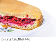 Купить «Пирог со свежей малиной», фото № 26869446, снято 23 июля 2017 г. (c) Алёшина Оксана / Фотобанк Лори