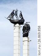 Купить «Стелы с макетами парусных кораблей в Петропавловске-Камчатском», фото № 26869858, снято 13 июня 2017 г. (c) А. А. Пирагис / Фотобанк Лори