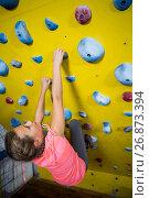 Купить «Teenage girl practicing rock climbing», фото № 26873394, снято 10 мая 2017 г. (c) Wavebreak Media / Фотобанк Лори