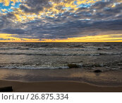 Купить «Морские волны на закате на Финском заливе», фото № 26875334, снято 1 сентября 2017 г. (c) Кекяляйнен Андрей / Фотобанк Лори