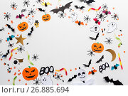 halloween party paper decorations and sweets. Стоковое фото, фотограф Syda Productions / Фотобанк Лори