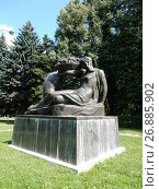 Купить «Скульптура «Плодородие». Парк Дружбы. Левобережный район. Город Москва», эксклюзивное фото № 26885902, снято 10 августа 2017 г. (c) lana1501 / Фотобанк Лори