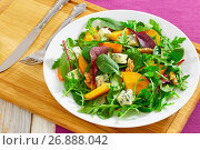 Купить «salad with persimmon slices, mix of lettuce leaves, blue cheese», фото № 26888042, снято 21 июня 2020 г. (c) Oksana Zh / Фотобанк Лори