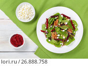 Купить «caramelized walnuts salad on white plate», фото № 26888758, снято 3 июня 2020 г. (c) Oksana Zh / Фотобанк Лори