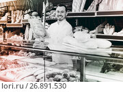 Купить «Male seller is offering fresh festive cake», фото № 26891530, снято 26 января 2017 г. (c) Яков Филимонов / Фотобанк Лори