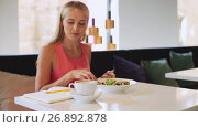 woman or reviewer eating lunch at restaurant. Стоковое видео, видеограф Syda Productions / Фотобанк Лори