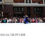 Купить «Москва отмечает 870-й день рождения. Показательные выступления по спортивным бальным танцам. Улица Охотный Ряд», эксклюзивное фото № 26911838, снято 9 сентября 2017 г. (c) lana1501 / Фотобанк Лори