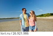 Купить «happy couple hugging on summer beach», фото № 26921986, снято 23 июля 2017 г. (c) Syda Productions / Фотобанк Лори