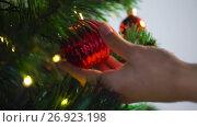 Купить «hand decorating christmas tree with ball», видеоролик № 26923198, снято 9 сентября 2017 г. (c) Syda Productions / Фотобанк Лори