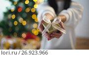 Купить «woman holding christmas gift box», видеоролик № 26923966, снято 9 сентября 2017 г. (c) Syda Productions / Фотобанк Лори