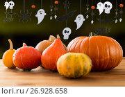 Купить «pumpkins and halloween party garland», фото № 26928658, снято 19 октября 2015 г. (c) Syda Productions / Фотобанк Лори
