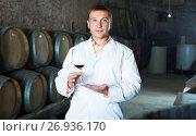 Купить «Male keeping ageing process of wine», фото № 26936170, снято 22 сентября 2016 г. (c) Яков Филимонов / Фотобанк Лори