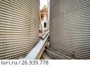 Купить «Grain silos tightly placed together on a farm in Harford County.», фото № 26939778, снято 10 февраля 2017 г. (c) age Fotostock / Фотобанк Лори