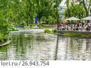 Купить «Большой Голицынский пруд в парке Горького в Москве», фото № 26943754, снято 18 июня 2012 г. (c) Алёшина Оксана / Фотобанк Лори