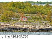 Купить «Old abandoned house on uninhabited island in Baltic Sea. Aland Islands, Finland», фото № 26949730, снято 2 сентября 2017 г. (c) Валерия Попова / Фотобанк Лори