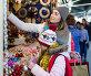 Girl with mom buying decorations, фото № 26950414, снято 18 сентября 2017 г. (c) Яков Филимонов / Фотобанк Лори