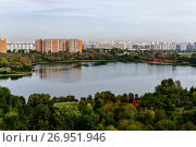 Купить «Москва, Борисовский пруд, вид сверху», фото № 26951946, снято 17 сентября 2017 г. (c) glokaya_kuzdra / Фотобанк Лори