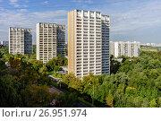 Купить «Москва, Зябликово, жилые дома серии И-700 на улице Мусы Джалиля», фото № 26951974, снято 17 сентября 2017 г. (c) glokaya_kuzdra / Фотобанк Лори