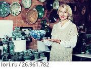Купить «Woman buying ceramic tableware», фото № 26961782, снято 31 октября 2016 г. (c) Яков Филимонов / Фотобанк Лори