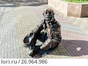 Купить «Chelyabinsk, Russia - September 25, 2016: Street bronze sculpture of Beggar with cap in Chelyabinsk, Russia», фото № 26964986, снято 25 сентября 2016 г. (c) Евгений Ткачёв / Фотобанк Лори