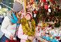 Girl with mom buying decorations, фото № 26969394, снято 21 сентября 2017 г. (c) Яков Филимонов / Фотобанк Лори