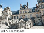 Дворец Фонтенбло (Château de Fontainebleau), солнечный день. Франция (2017 год). Редакционное фото, фотограф E. O. / Фотобанк Лори