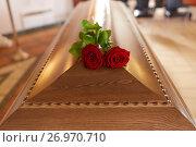 Купить «red rose flowers on wooden coffin in church», фото № 26970710, снято 20 марта 2017 г. (c) Syda Productions / Фотобанк Лори