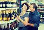 Husband and wife selecting a vine, фото № 26972198, снято 22 сентября 2017 г. (c) Яков Филимонов / Фотобанк Лори