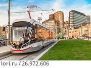 Купить «Новый сочленённый шестиосный трамвайный вагон модели 71-931М («Витязь-М») 7-го маршрута на площади Тверская Застава в Москве», фото № 26972606, снято 21 сентября 2017 г. (c) Владимир Сергеев / Фотобанк Лори