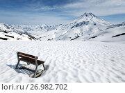 Купить «Туристическая скамейка на Вилючинском перевале на Камчатке», фото № 26982702, снято 18 июня 2017 г. (c) А. А. Пирагис / Фотобанк Лори