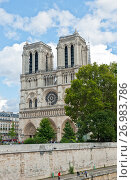 Вид на собор Парижской Богоматери (Нотр-Дам-де-Пари; Notre Dame de Paris). Париж. Франция (2017 год). Редакционное фото, фотограф E. O. / Фотобанк Лори