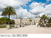 Купить «Вид на Люксембургский дворец (Palais du Luxembourg) со стороны Люксембургского сада (Jardin du Luxembourg). Париж. Франция», фото № 26983806, снято 15 сентября 2017 г. (c) E. O. / Фотобанк Лори