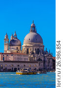 Купить «Boats entering the Grand Canal (Basilica di Santa Maria della Salute in background), Venice, italy.», фото № 26986854, снято 25 февраля 2017 г. (c) age Fotostock / Фотобанк Лори
