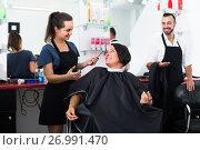 Купить «woman getting haircut», фото № 26991470, снято 19 июля 2018 г. (c) Яков Филимонов / Фотобанк Лори