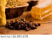 Купить «Honeycomb, pollen and propolis», фото № 26991678, снято 25 сентября 2016 г. (c) easy Fotostock / Фотобанк Лори
