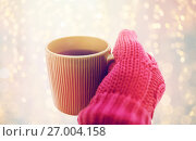 Купить «close up of hand in winter mitten holding tea mug», фото № 27004158, снято 11 ноября 2016 г. (c) Syda Productions / Фотобанк Лори