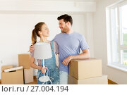 Купить «couple with boxes and lamp moving to new home», фото № 27004194, снято 4 июня 2017 г. (c) Syda Productions / Фотобанк Лори