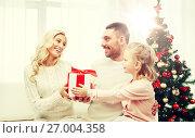 Купить «happy family at home with christmas gift box», фото № 27004358, снято 8 октября 2015 г. (c) Syda Productions / Фотобанк Лори