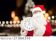 Купить «santa claus with clock pointing finger to twelve», фото № 27004510, снято 10 сентября 2014 г. (c) Syda Productions / Фотобанк Лори