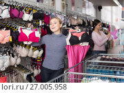 Happy adult woman holding different brassiere. Стоковое фото, фотограф Яков Филимонов / Фотобанк Лори