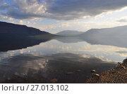Купить «Mountain lake in the Putorana plateau», фото № 27013102, снято 30 июля 2015 г. (c) Сергей Дрозд / Фотобанк Лори