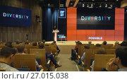 Купить «Audience listens to the lecturer», видеоролик № 27015038, снято 8 сентября 2017 г. (c) Антон Гвоздиков / Фотобанк Лори