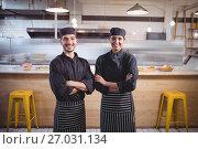 Купить «Portrait of smiling young wait staff in standing with arms crossed at coffee shop», фото № 27031134, снято 21 мая 2017 г. (c) Wavebreak Media / Фотобанк Лори