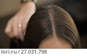 Купить «Barber Combing Hair», видеоролик № 27031798, снято 2 сентября 2017 г. (c) Илья Шаматура / Фотобанк Лори